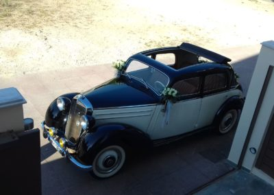 Old classic Mercedes for wedding rental in Athens